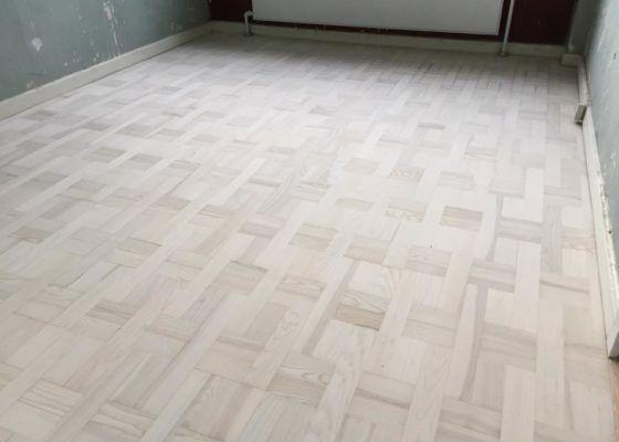 Få dit gamle gulv flot igen med en professionel gulvafslibning
